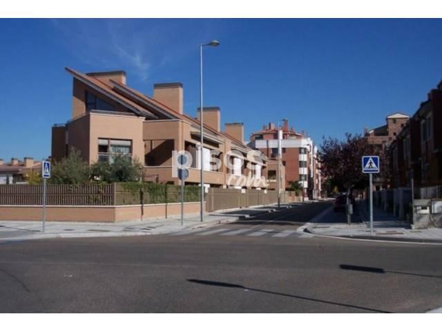 Casa pareada en venta en calle valverde de campos en las for Pisos covaresa valladolid