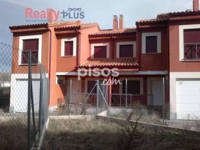 Casa en venta en Navalperal, Navalperal de Pinares por 97.800 €