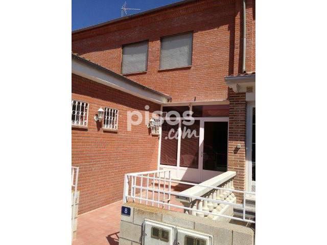 Casa adosada en venta en calle Reina Sofia , nº 8, Albornos por 79.000 €