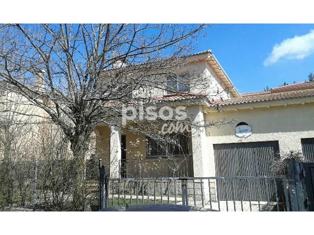 Chalet pareado en venta en Avenida El Tejar, Herradón de Pinares por 65.000 €