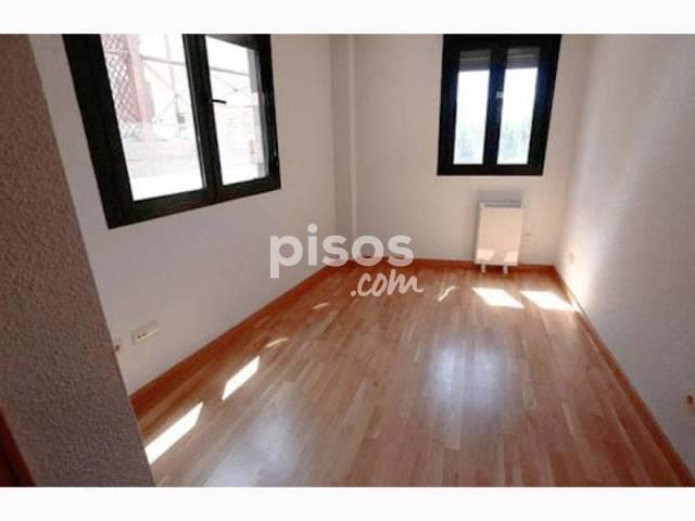 Piso en venta en calle La Iglesuela,  1, La Adrada por 73.900 €