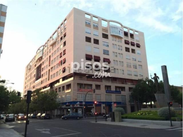Garaje en alquiler en calle avda colon edif presidente for Alquiler pisos badajoz capital