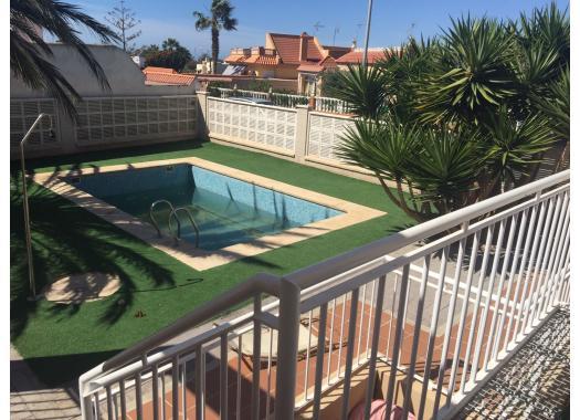 Chalet en alquiler en  Almería