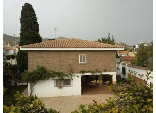 Chalet en alquiler en  Alicante