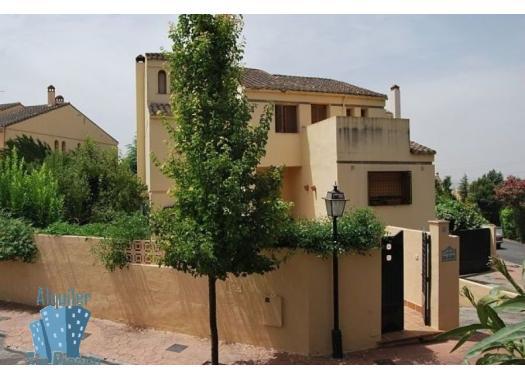 Chalet en alquiler en  Granada