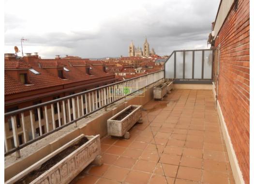 Ático en alquiler en  León