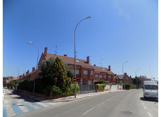 Chalets en alcorc n zona san jos de valderas for Calle oslo alcorcon
