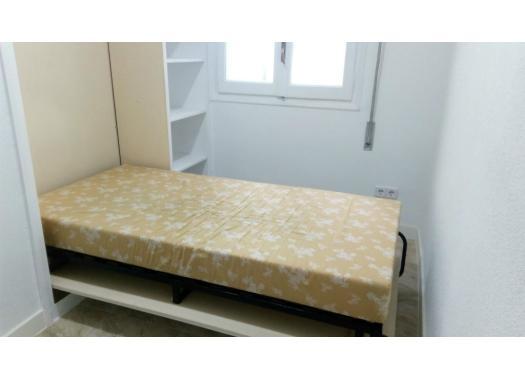 Piso en alquiler en madrid capital san isidro for Alquiler pisos valdezarza