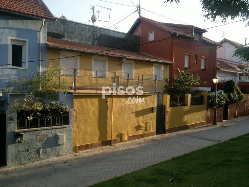 Chalet adosado en alquiler en calle guaramillos n 12 en for Pisos alquiler ciudad jardin malaga
