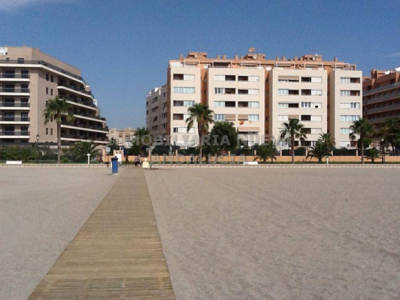 Inmobiliaria Nueva Andaluc A Piso En Alquiler En Romanilla Plaza  # Muebles Roquetas De Mar