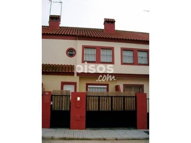 Casa adosada en venta en Calle Clara Campoamor, nº 40