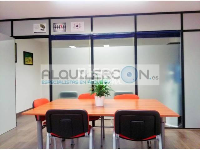 Se alquila amplia oficina en la zona adidum for Oficinas santander malaga