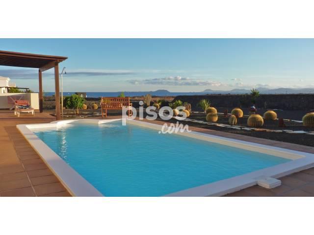 ef24b179b3010 Chalet en venta en Lanzarote-Yaiza en Playa Blanca (Yaiza) por 470.000 €