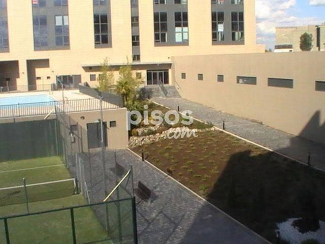Piso en alquiler en Calle Manuel Pombo Angulo, Sanchinarro (Distrito Hortaleza. Madrid Capital) por 850 €/mes