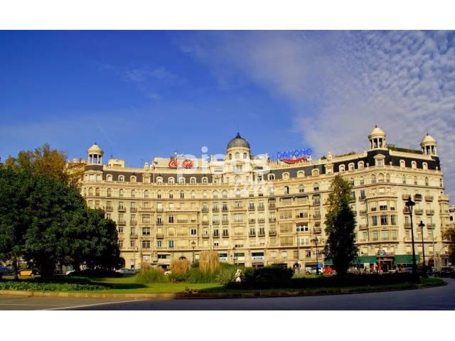 Piso en alquiler en Plaza Frances Macia, nº 3, Les Tres Torres (Distrito Sarrià-Sant Gervasi. Barcelona Capital) por 2.150 €/mes