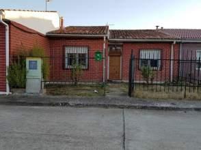 Casa pareada en calle Castilla, nº 13