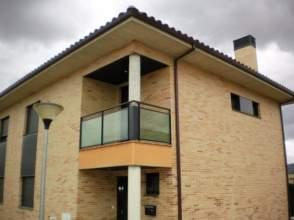 Casa adosada en calle Astigarrago
