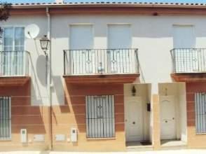 Casa adosada en calle Clara Campoamor, nº 54