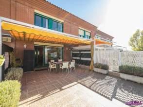Casa adosada en calle Miriam Blasco,40