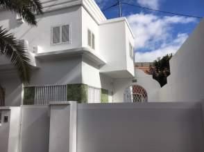 Casa adosada en calle Maestro Valle