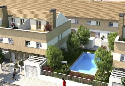 Casa adosada en calle Castillo de Azagala,  36