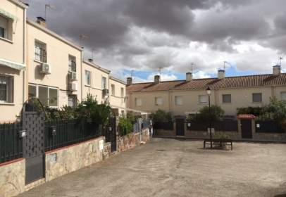 Casa adosada en calle Cerrillos, nº 22