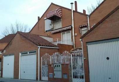 Casa pareada en calle del Pinar