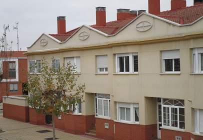Casa pareada en calle Carballeda