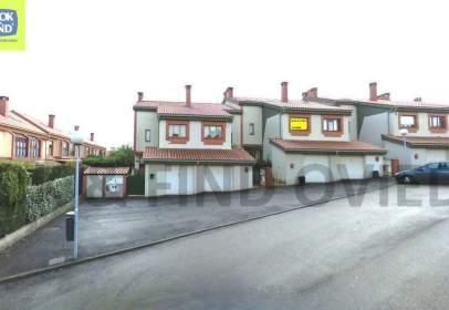 Casa adosada en calle Pinos de Los