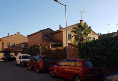 Casa adosada en calle Puerto del Escudo, nº 17
