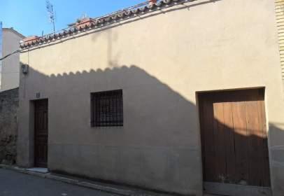 Casa adosada en calle La Perla, nº 2