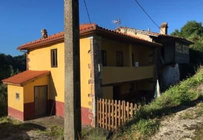 Casa adosada en Avenida Linares