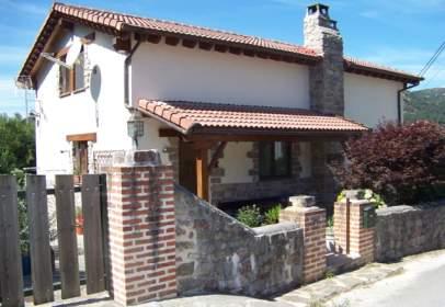 Casa en calle Peñamellera Baja