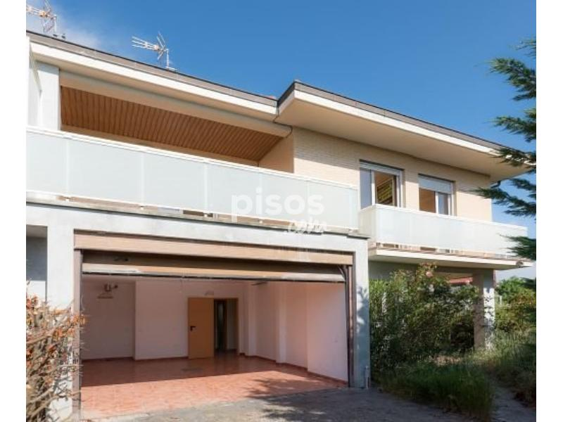 Casa adosada en venta en calle aranguiz entitea n 36 en for Pisos com vitoria