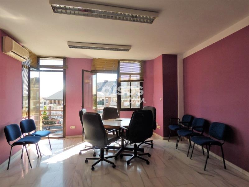 Oficina en venta en centro urbano en centro casco por 399 for Adeslas majadahonda oficina
