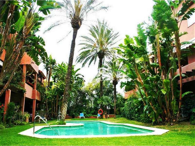Tico en venta en calle urb jardines de marbella club en - Atico en marbella ...