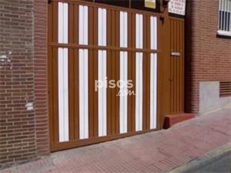 Garaje en alquiler en calle las fuentes n 16 en casco for Alquiler trastero san sebastian de los reyes